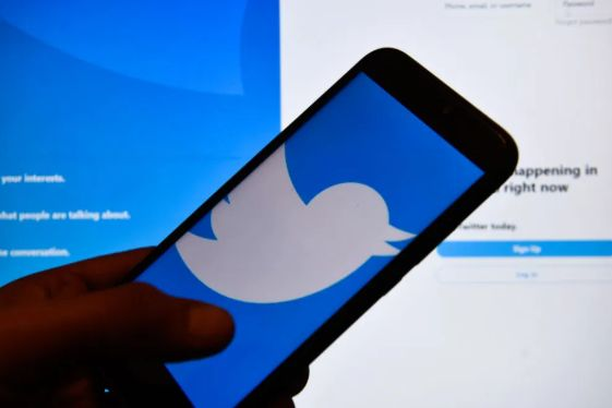 《在《纽约邮报》引发争议之后,Twitter更改了其被黑客入侵的材料政策》